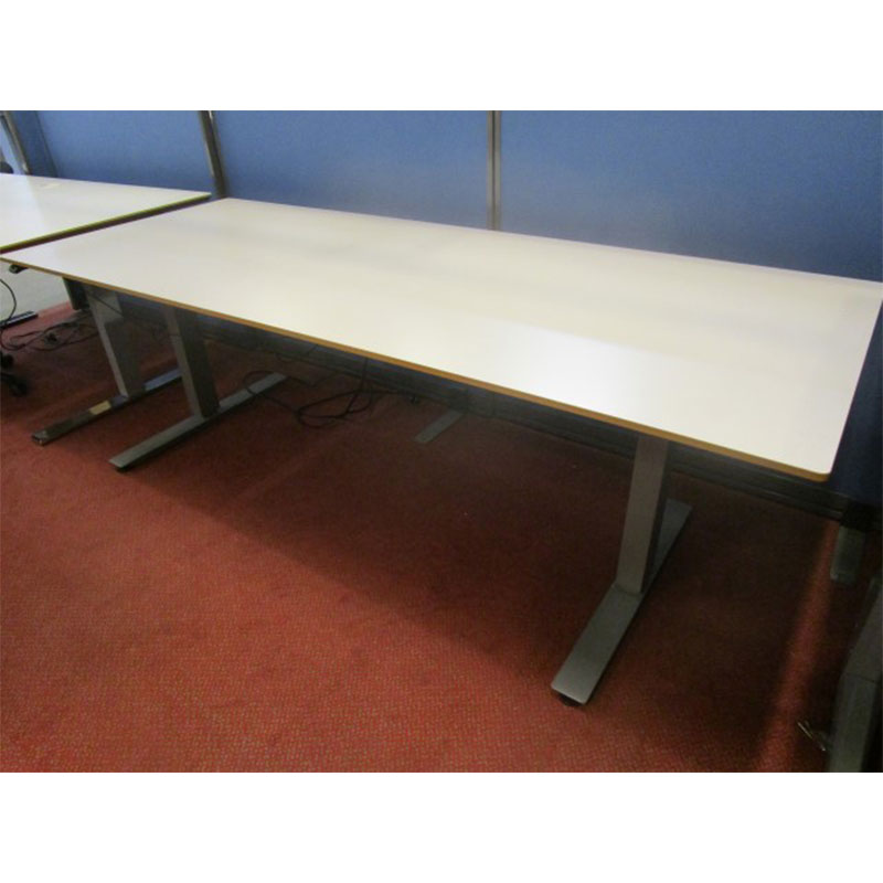 Begagnade eldrivna skrivbord Edsbyn | BBS Begagnade