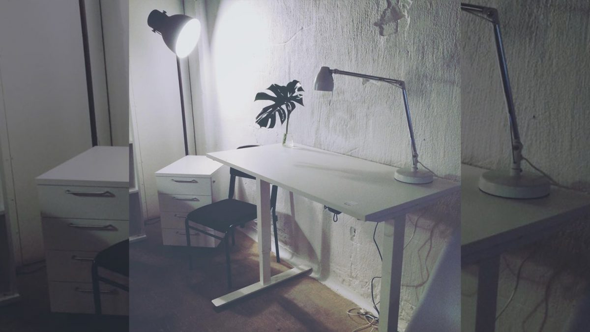 begagnat eldrivet skrivbord