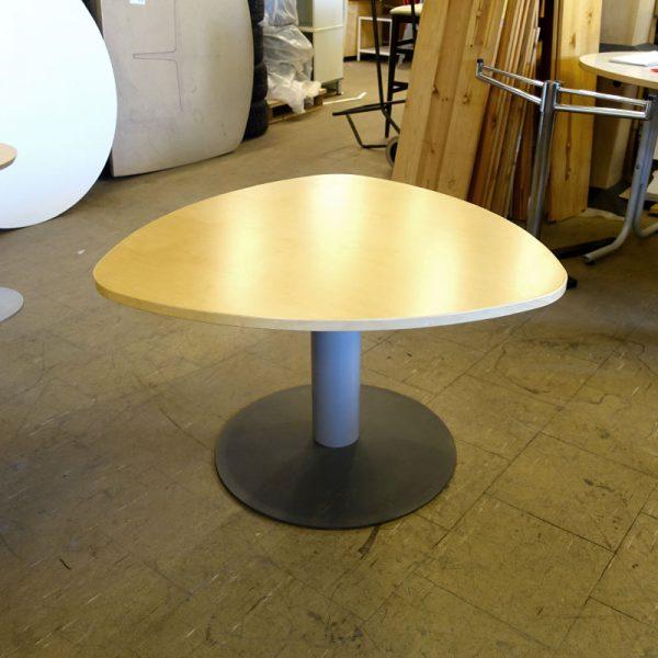 Begagnat litet bord Kinnarps