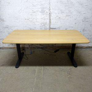 Eldrivet skrivbord IKEA Bekant