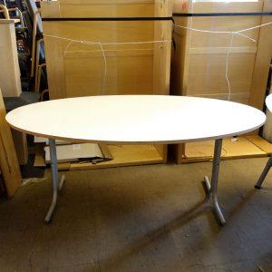 Begagnat ovalt bord